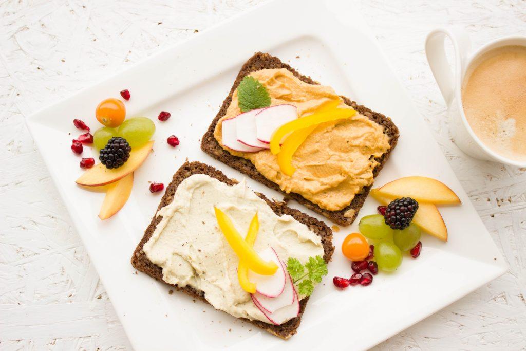 Hummus s žitnýcm chlebem